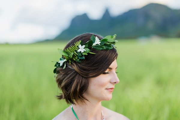 Tropical haku of greenery and fragrant stephanotis on Bride with Kalalea Mountain backdrop